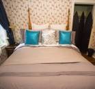 [Image: Niagara Heritage Cottage - Bedroom 1]